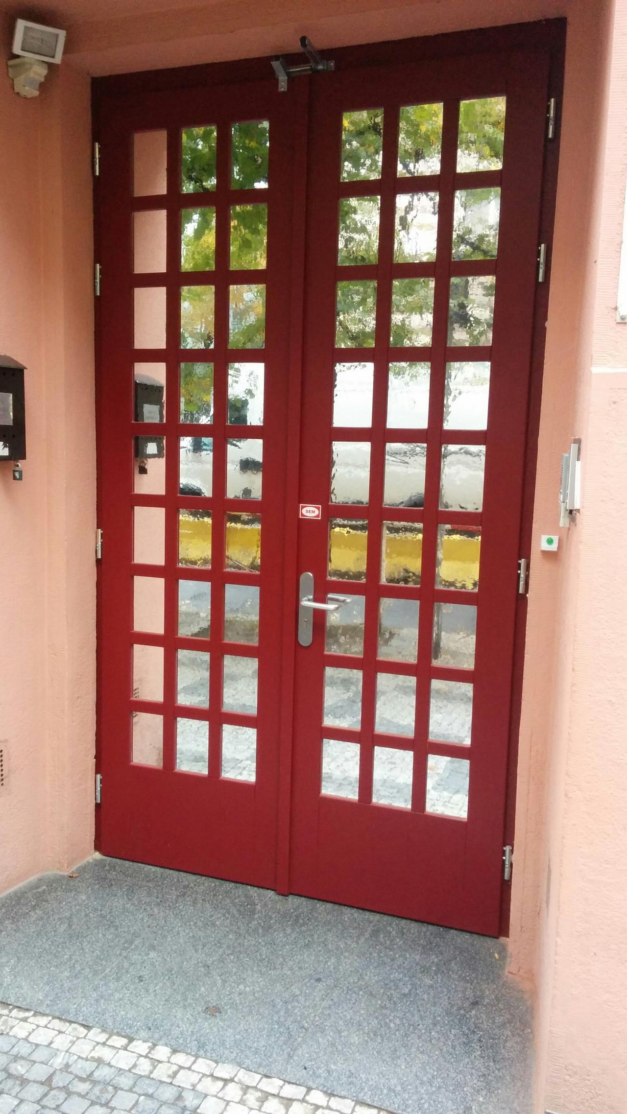Dubové dveře  - památkově chráněný design se zámkem Abloy elektromechanickým