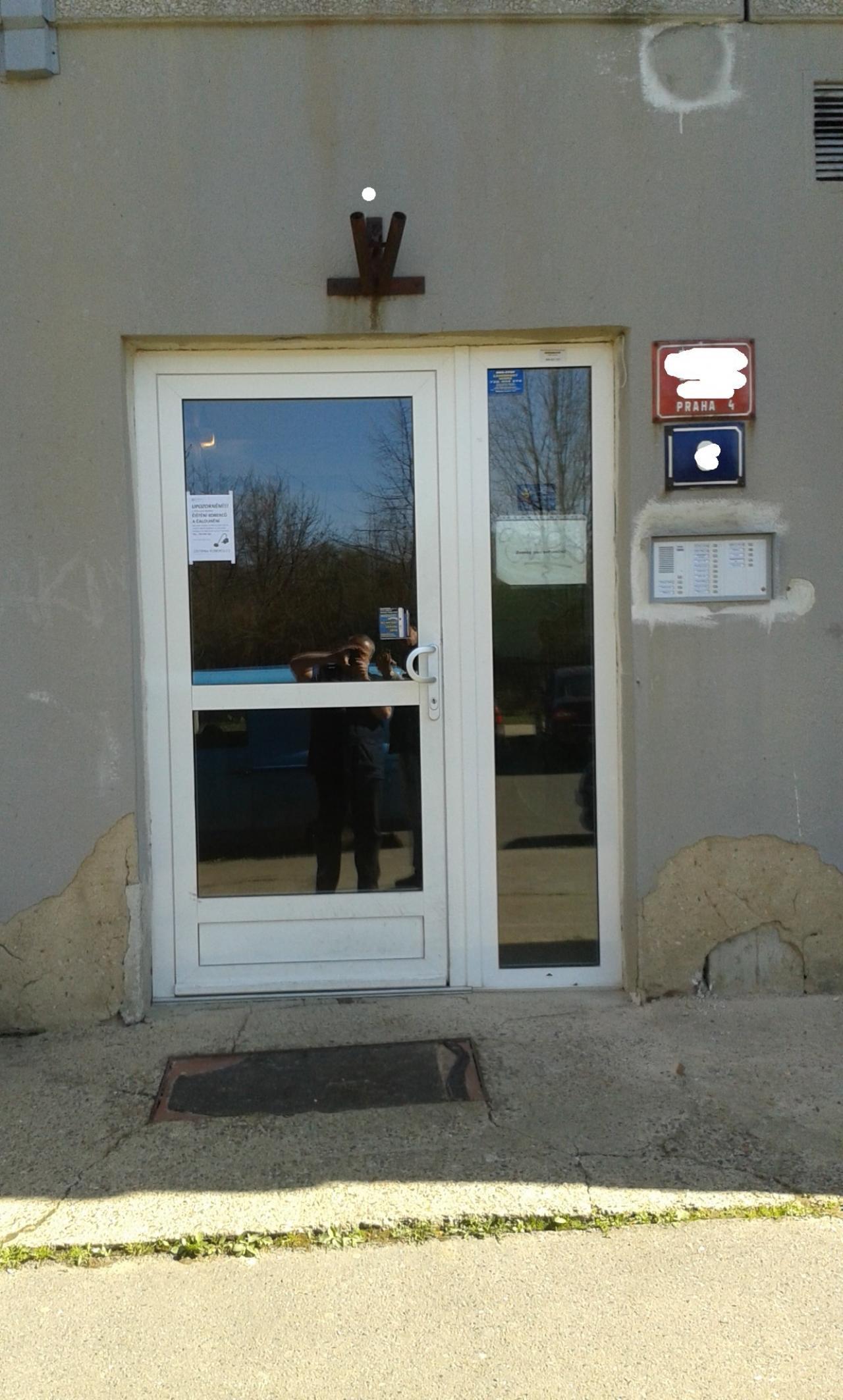 Hliníkové dveře - zámek 3bod Automatic GU + Nové zvonky TESLA