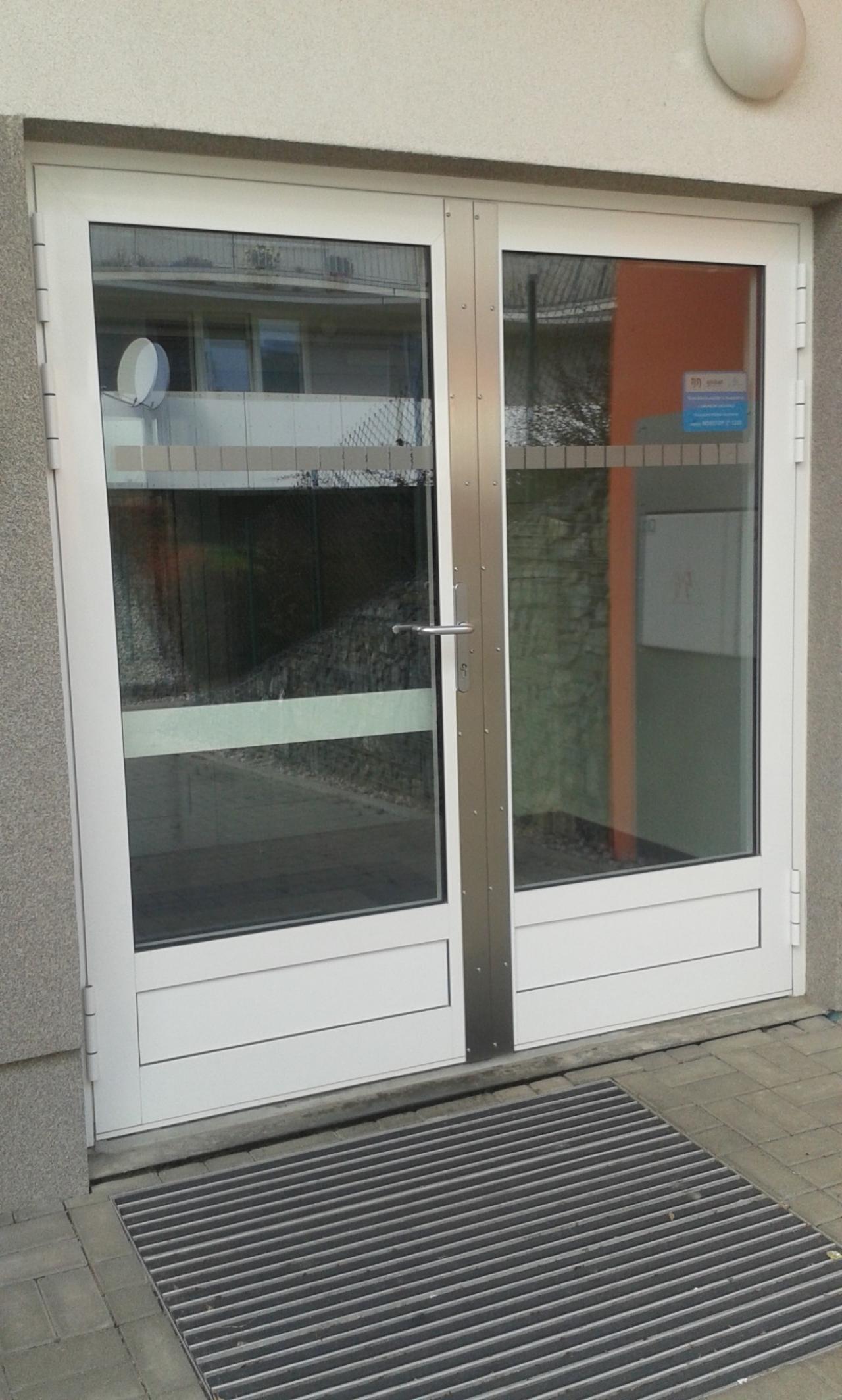 Hliníkové dveře dvoukřídlé