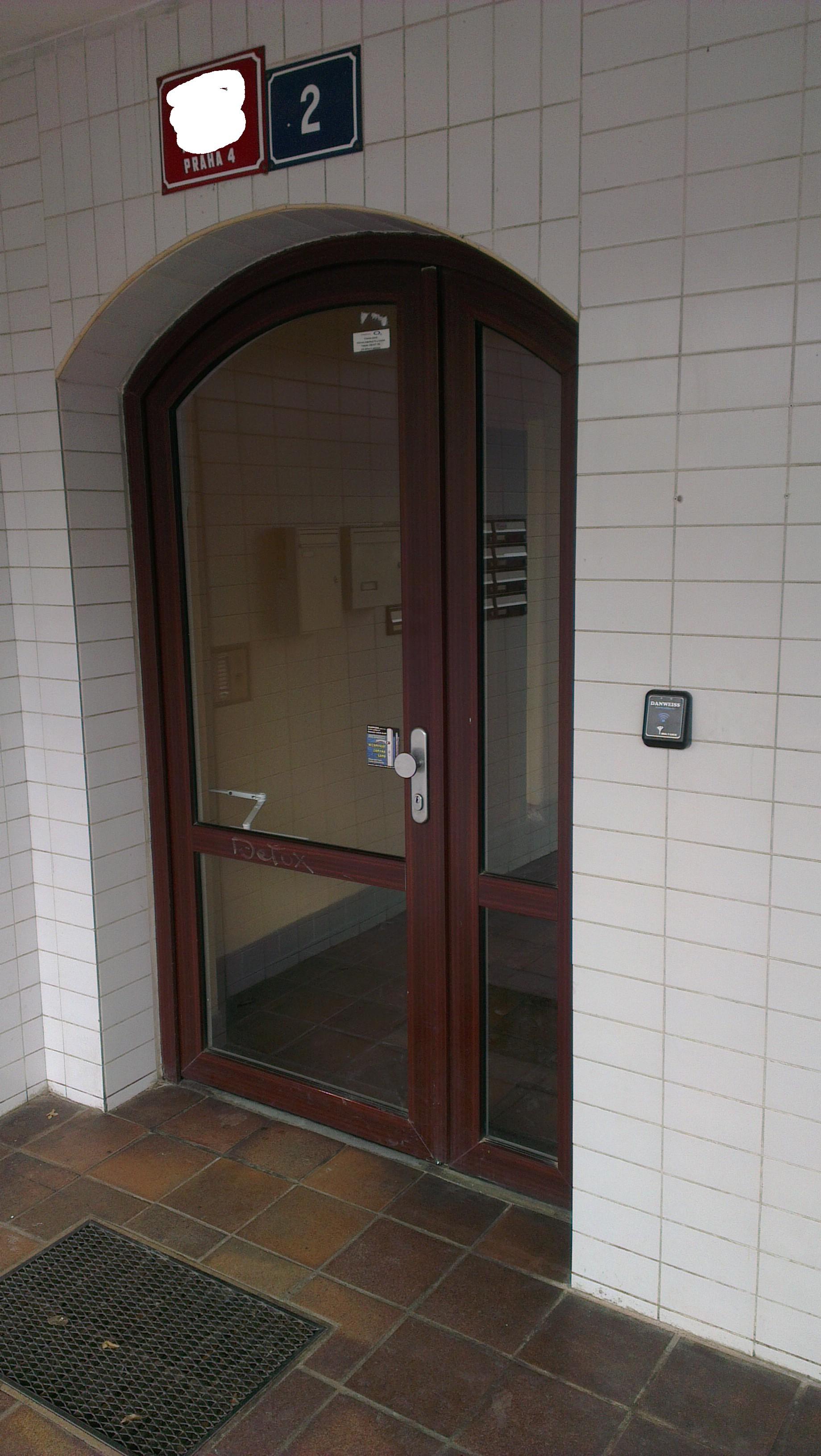 Plastové poškozené dveře se zámkem 3bod Automatic GU