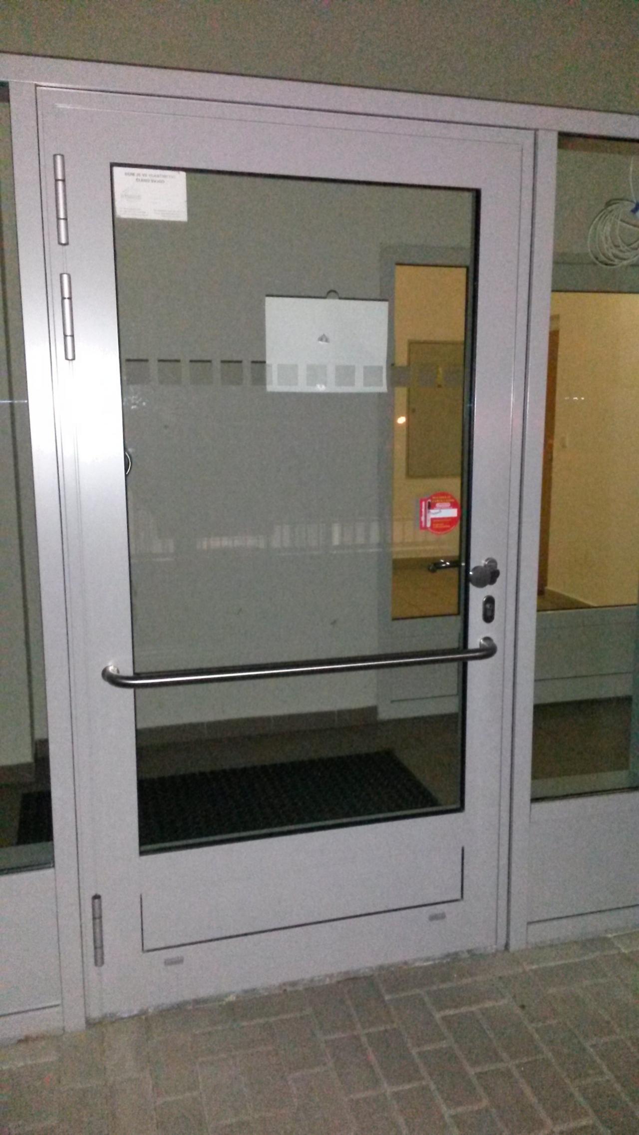 Hliníkové dveře - zámek 3bod Automatic GU
